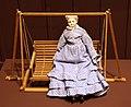 Svezia, dondolo (1942) e bambola tedesca del 1870-1880 ca. (coll. giocattoli antichi di roma capitale).jpg