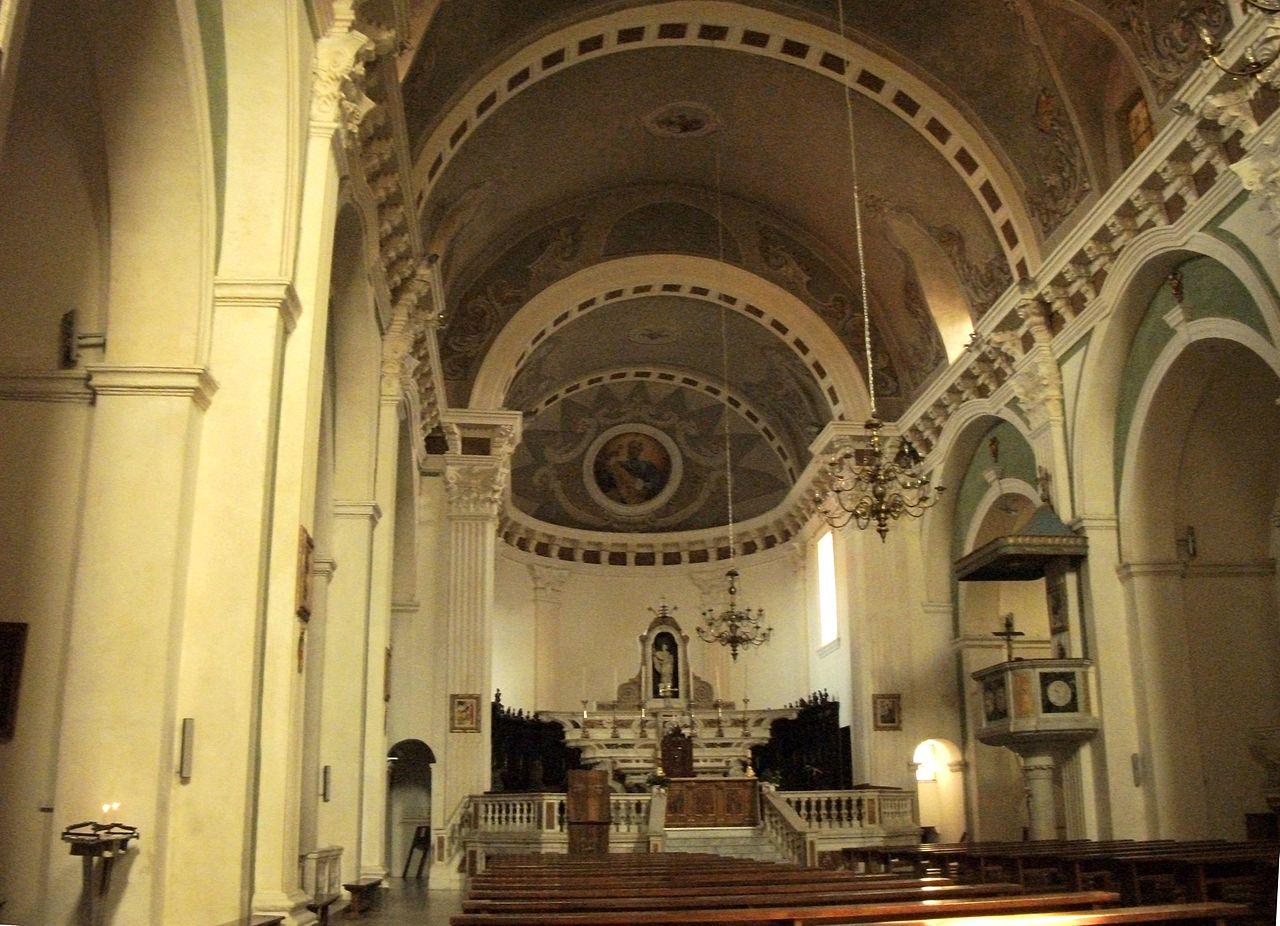 Tempio san pietro cattedrale for Interno san pietro