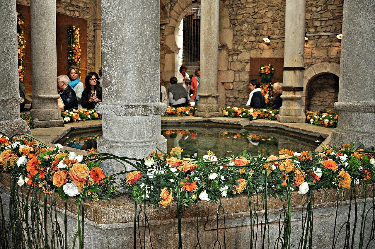 File temps de flors ba os arabes girona 2013 5 jpg wikimedia commons - Banos arabes de girona ...