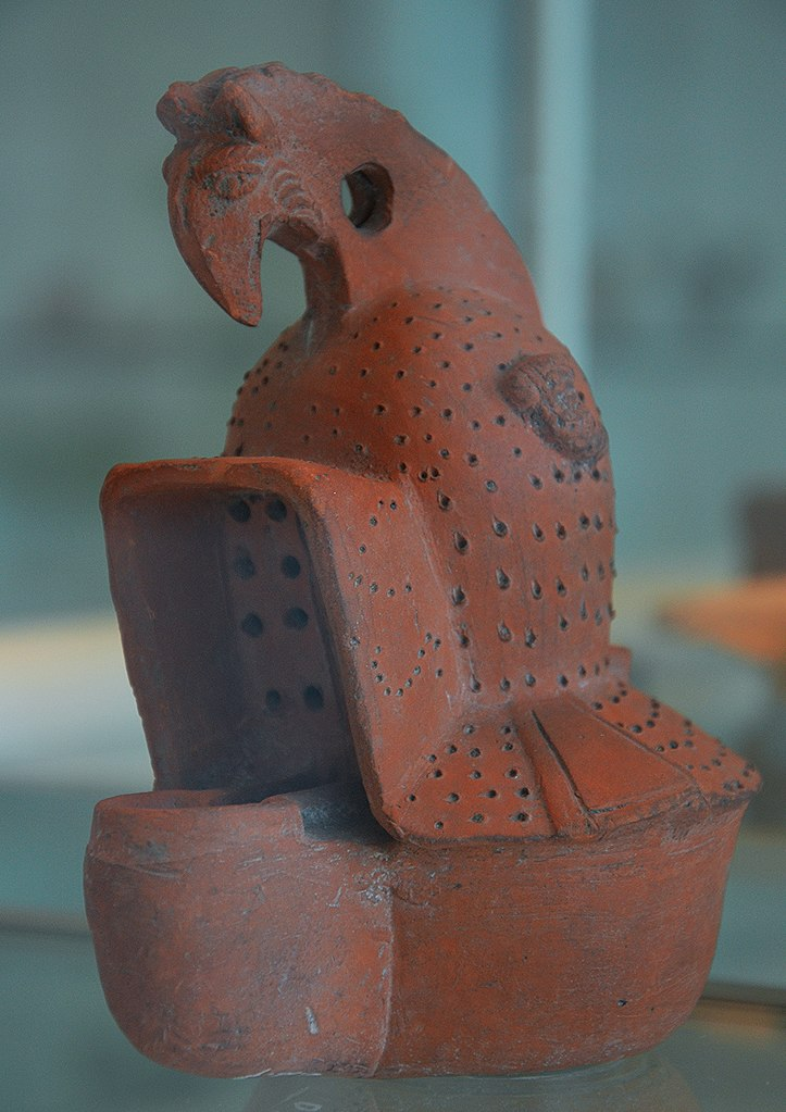 723px-Terracotta_oil_lamp_in_the_shape_of_a_gladiator_helmet%2C_Museum_het_Valkhof%2C_Nijmegen_%28Netherlands%29_%289567164127%29.jpg