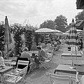 Terras van het café in de rozentuin van kasteel Langenburg, Bestanddeelnr 254-4500.jpg