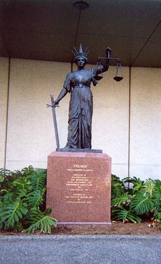 Law Courts, Brisbane - Image: The statue of Themis outside the Queensland Supreme Court