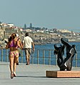The girl running and the sculpture (13866230245).jpg