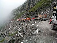 Traffic jam on road to Rohtang Pass.jpg