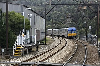 Blue Mountains Line - Image: Train approaches Zig Zag station