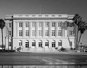 Las Vegas Post Office and Courthouse - Street view of the building