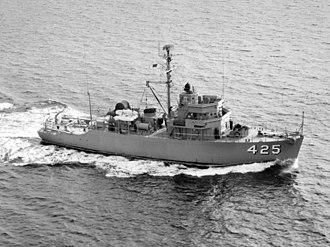 USS Bulwark (AM-425) - USS Bulwark (MSO-425) underway c1954