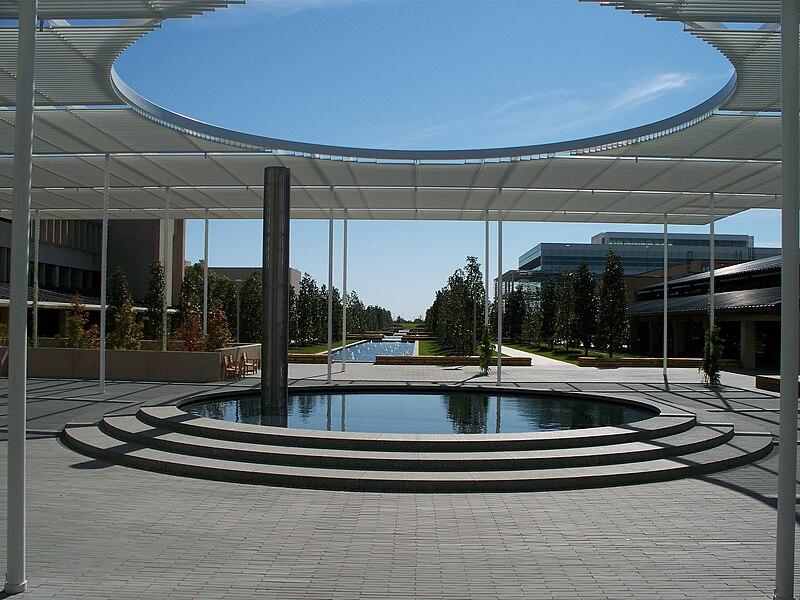 File:UT Dallas main mall.JPG