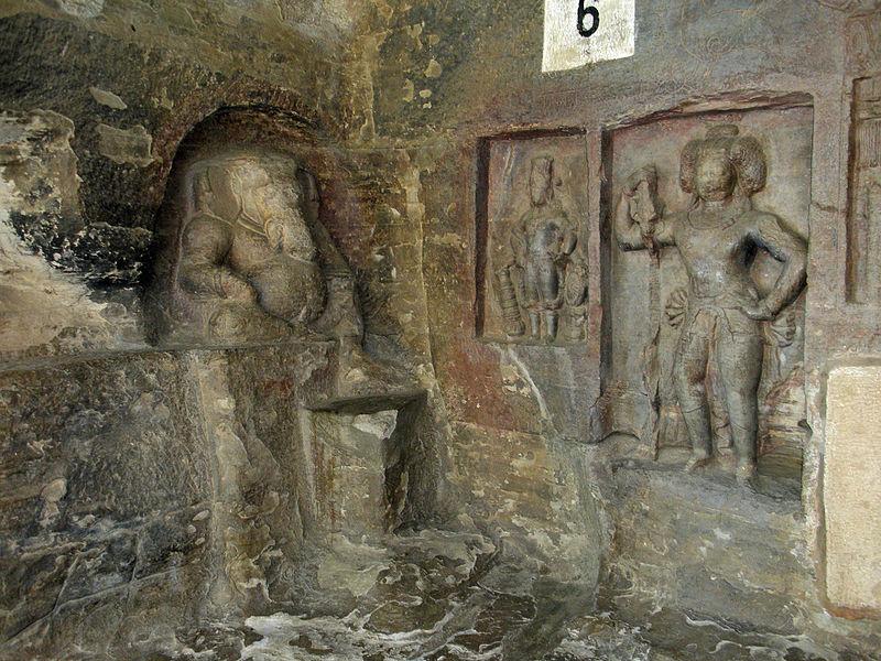 Udayagiri, Cave 6 Dvārapāla, Viṣṇu and Gaṇeśa.jpg