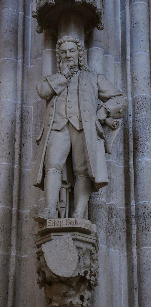 Staty av Johann Sebastian Bach i Ulm Münster.