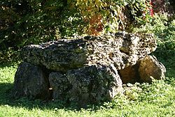 Un des Dolmens de Landes le Gaulois.jpg