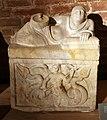 Urna in marmo con scilla che brandisce un remo, da sarteano, 300-190 ac ca.jpg