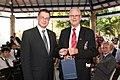V.Dombrovskis un Novo Odesas latviešu baptistu draudzes mācītājs Rainis Perelevics (5924915373).jpg