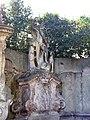 Villa Faraggiana - statue 03.jpg