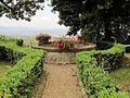 Villa san michele, giardino ovest, pozzo 02.JPG