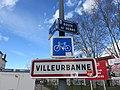 Villeurbanne - Panneau entrée route de Genas (mars 2019).jpg