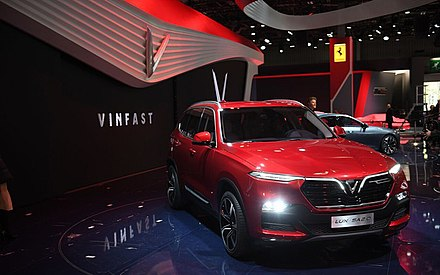 VinFast company is a Vietnamese car manufacturer. Vinfast, mo hinh SUV Lux SA2.0 .jpg