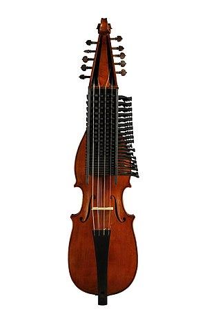 Didier François - viola d'amore a chiavi built by Alex Pliz