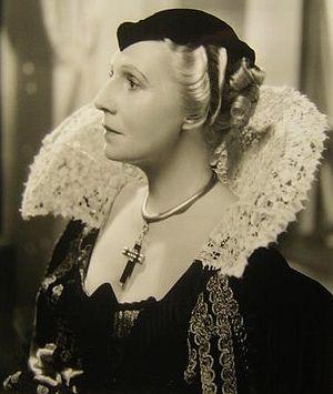Violet Kemble-Cooper - Violet Kemble-Cooper in Cardinal Richelieu (1935)
