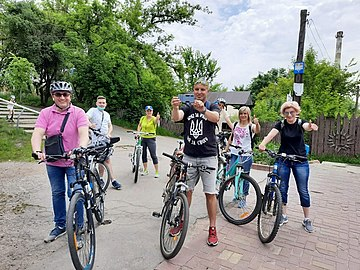 Vladyslav Skalskyi rides bicycle with journalists 1.jpg