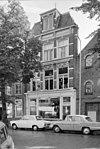 foto van Winkel met voormalige bovenwoning in eclectische stijl