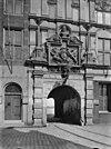 voorgevel poortgebouw, poort met daarboven een reliëf van het stadswapen, detail binnenzijde - dordrecht - 20060293 - rce