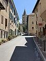 Vue de la rue Émile Guigues à Embrun (juillet 2019).jpg