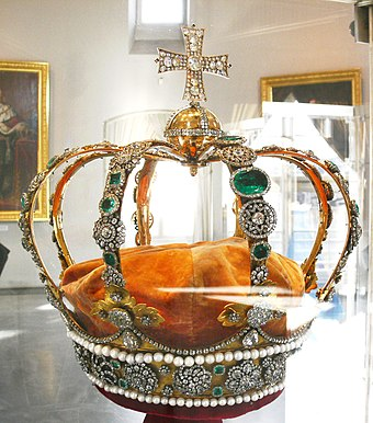 The Württemberg crown jewels on display in the State Museum of Württemberg (Old Castle) Württembergische Königskrone.jpg