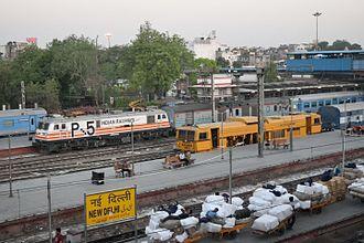 Habibganj - New Delhi Shatabdi Express - A WAP5-hauled Bhopal Shatabdi about to leave New Delhi Railway Station