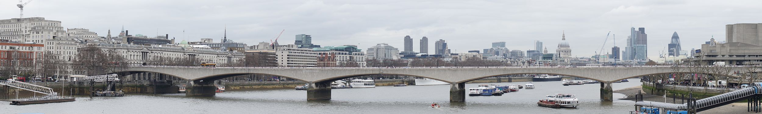 Waterloo Bridge Panorama.jpg