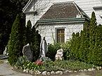 Wien-Simmering_-_Zentralfriedhof_-_Priesterbegräbnisstätte_hinter_der_Heilandskirche.jpg
