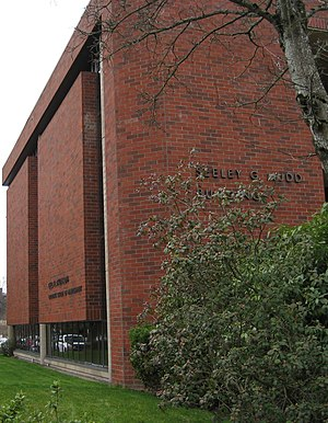 Willamette University MBA - Built in 1975, the Seeley G. Mudd Building houses Atkinson Graduate School of Management