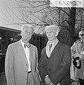 Willem Sandberg(l) (oud-directeur Stedelijk Museum) en beeldhouwer Osip Zadkine , Bestanddeelnr 917-5988.jpg