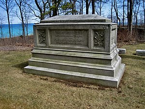 William Henry Smith (American politician) - Smith's monument in Lake Forest Cemetery
