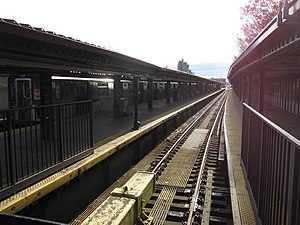 Woodlawn (IRT Jerome Avenue Line) - View of platforms from bumper block