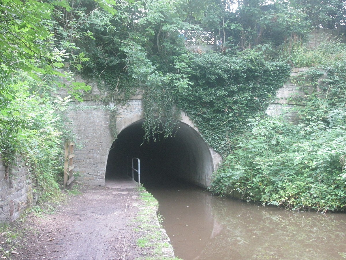 Woodley Tunnel, south portal.jpg