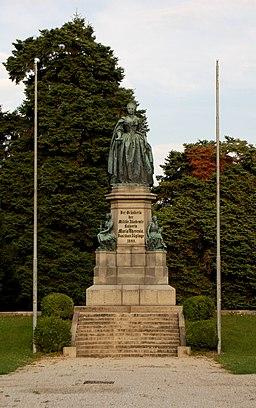 WrNeustadt Akademiepark MT-Denkmal 01