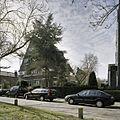 Zicht op de voorgevel en de rechter zijgevel van het dubbel woonhuis, in de wijk Kralingen - Rotterdam - 20387762 - RCE.jpg