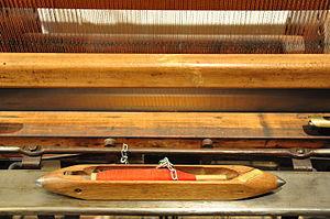 Shuttle (weaving) - Image: 'Schütze' des Honegger Webstuhls von 1860 Amthaus Rüti 2011 01 21 15 20 30