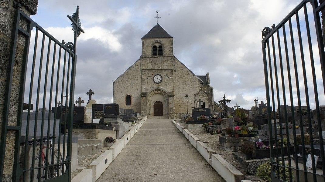 Église de Chouilly entouré du cimetière.