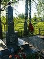 Братская могила с памятником у хутора Медведки.jpg