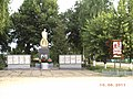 Братська могила радянських воїнів. Поховано 418 воїнів.jpg