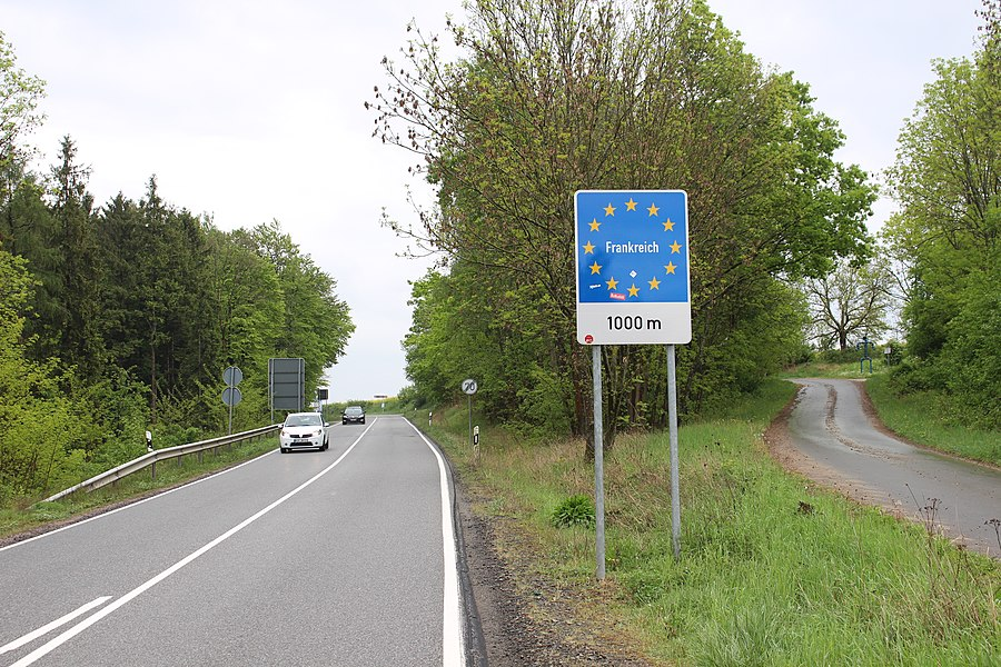 Германия, до границы с Францией 1000 метров