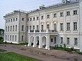 Главное здание усадьбы Полотняный завод.JPG