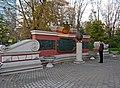 Москва, Екатерининский парк. Памятник-бюст А. В. Суворову.jpg