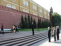 Николай Младенов поднася цветя пред Паметника на незнайния войн (5792944432).jpg