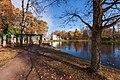 Ораниенбаум осенью. Вид на перголу с пристанью перед Китайским дворцом.jpg