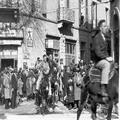 אורון נושאים- חגיגות חג המולד בירושלים ( 1933) . ( רכיבה על חמורים בעיר החדשה ו-PHO-1355391.png