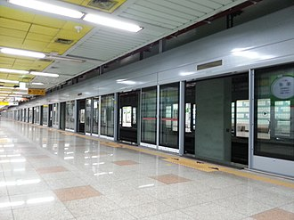 Dongchun station - Image: 동춘역 스크린도어 설치 중 2014 05 25 17 45