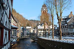 Monschau - Image: 0 Monschau La Rur et le centre historique (1)